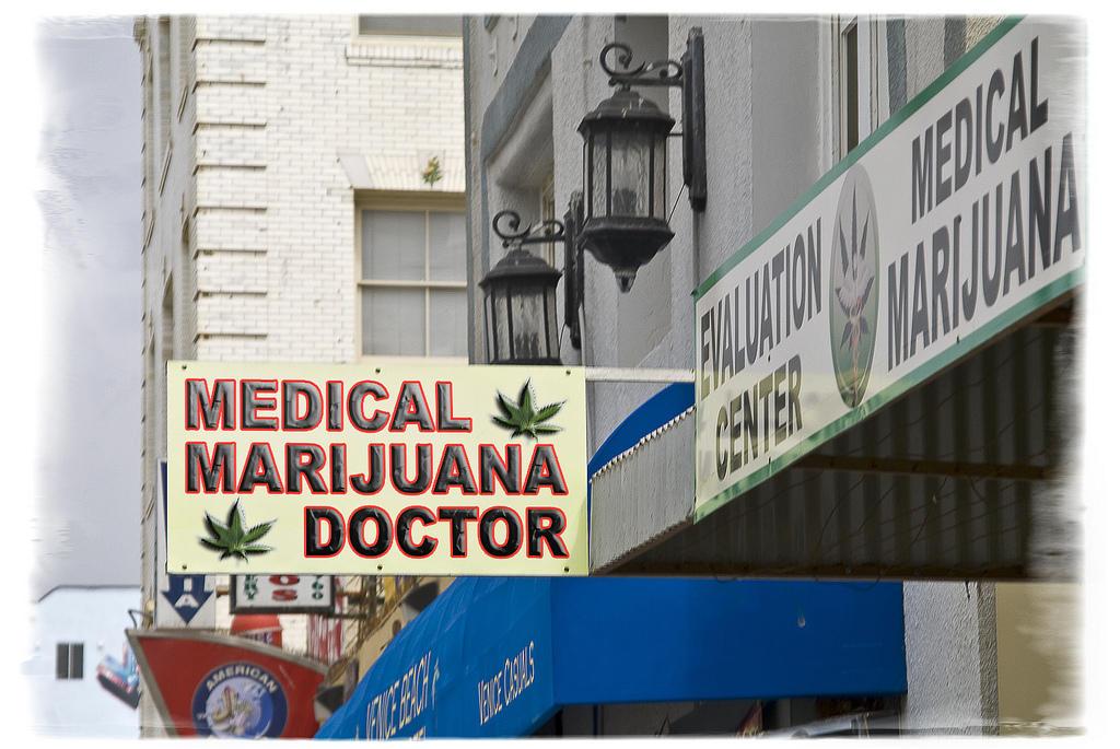 medmarijuanaVictory.jpg