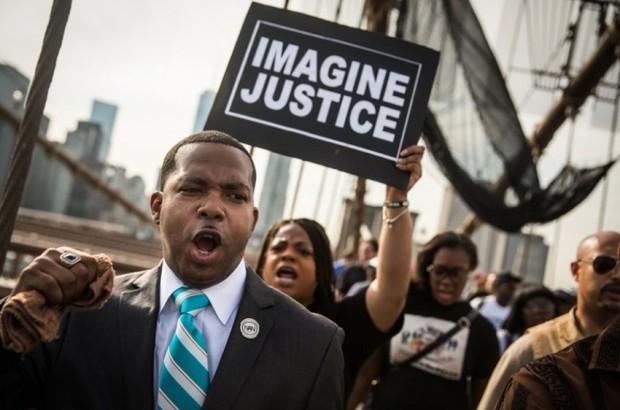 Black-Lives-Matter-Imagine-Justice-Brooklyn-Bridge-protest-for-Eric-Garner.-Getty-Images.-e1448561868236.jpg