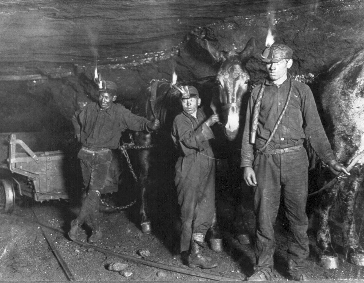Child_coal_miners_(1908)_crop.jpg