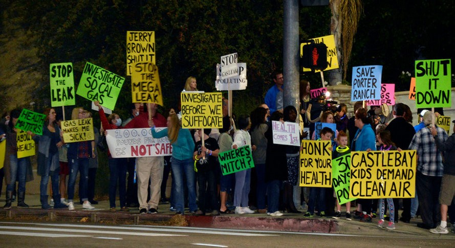 Porter-Ranch-protests-889x484.jpg