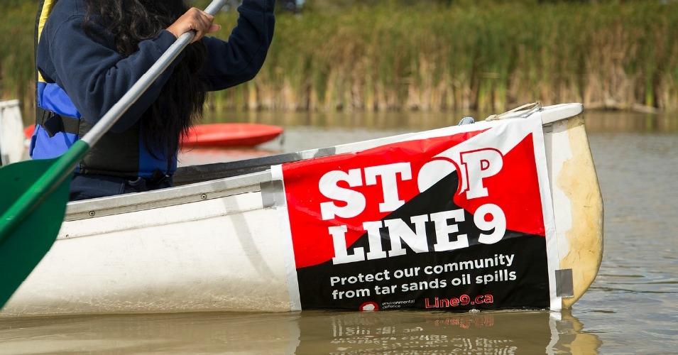 ActivistsBlockRefineryGates.jpg