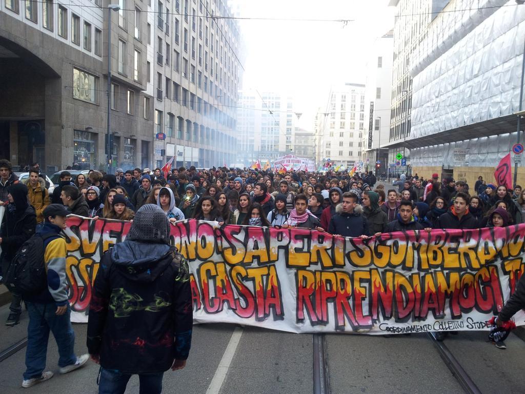 ItaliansProtestLaborReform.jpg