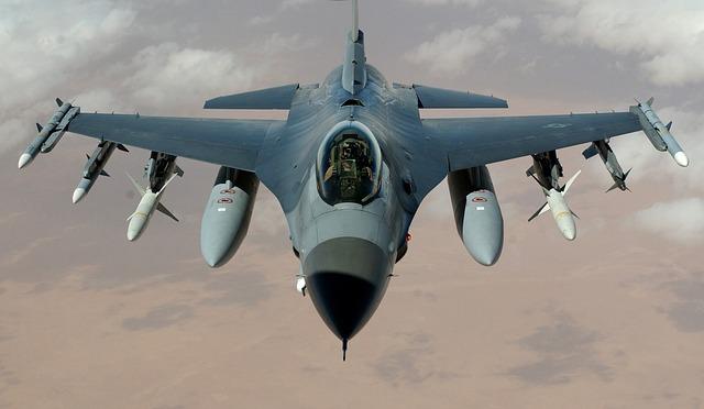 fighter-jet-63028_640.jpg