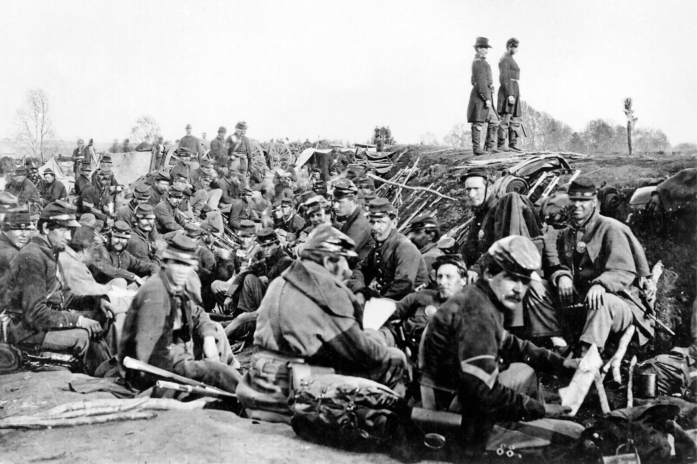 Union_soldiers_entrenched_along_the_west_bank_of_the_Rappahannock_River_at_Fredericksburg__Virginia_(111-B-157).jpg