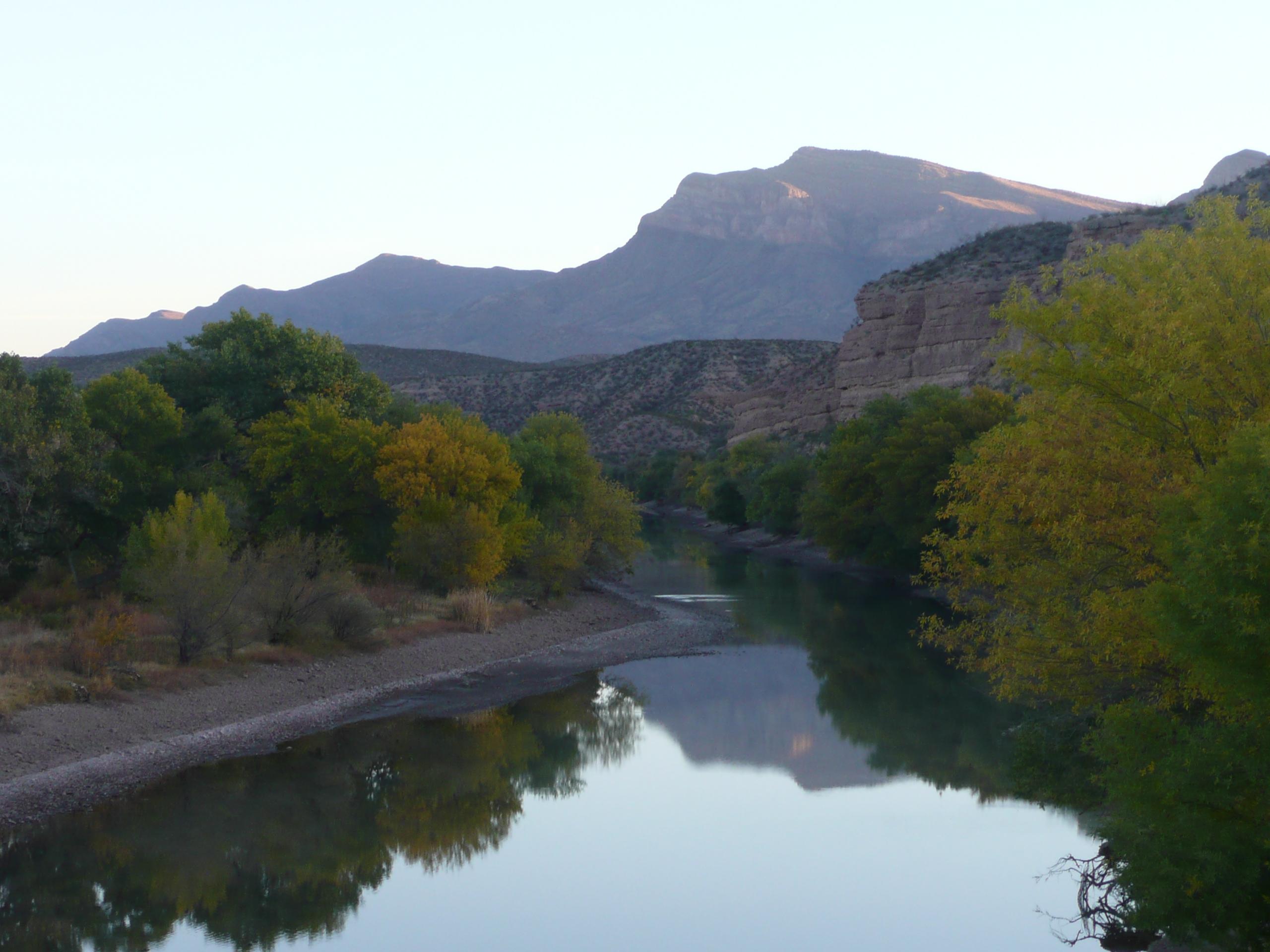 Rio_Grande_and_the_Sothern_Caballo_Mountains.JPG