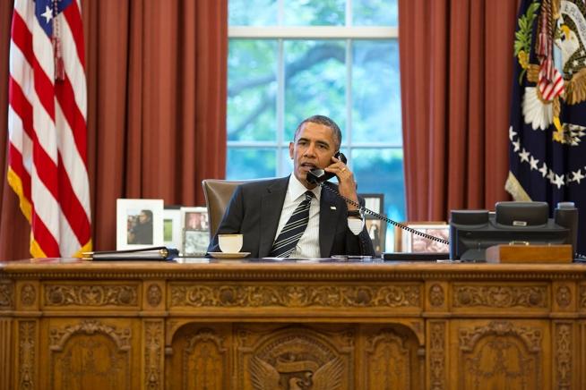 Obamaonphone.jpg