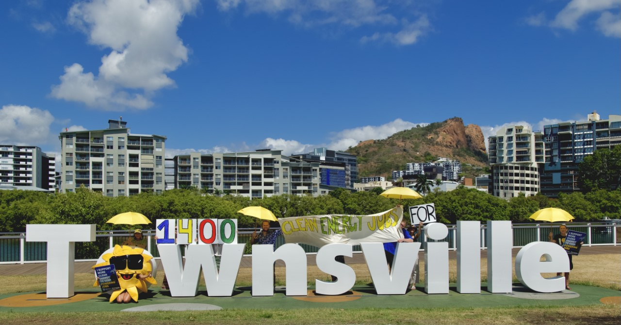 Townsville Sign demonstration