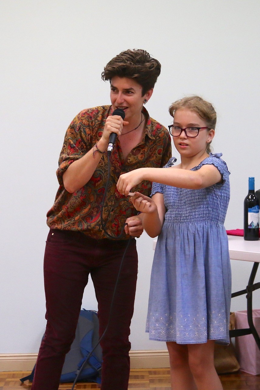 Leni and Matilda drawing the raffle
