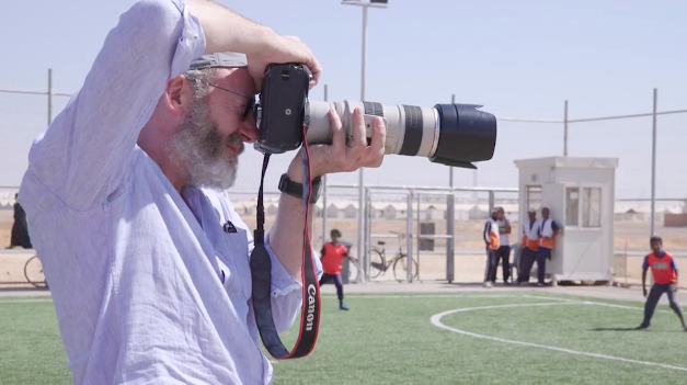 Game of Thrones star begins his visit in Azraq Camp at the pitch