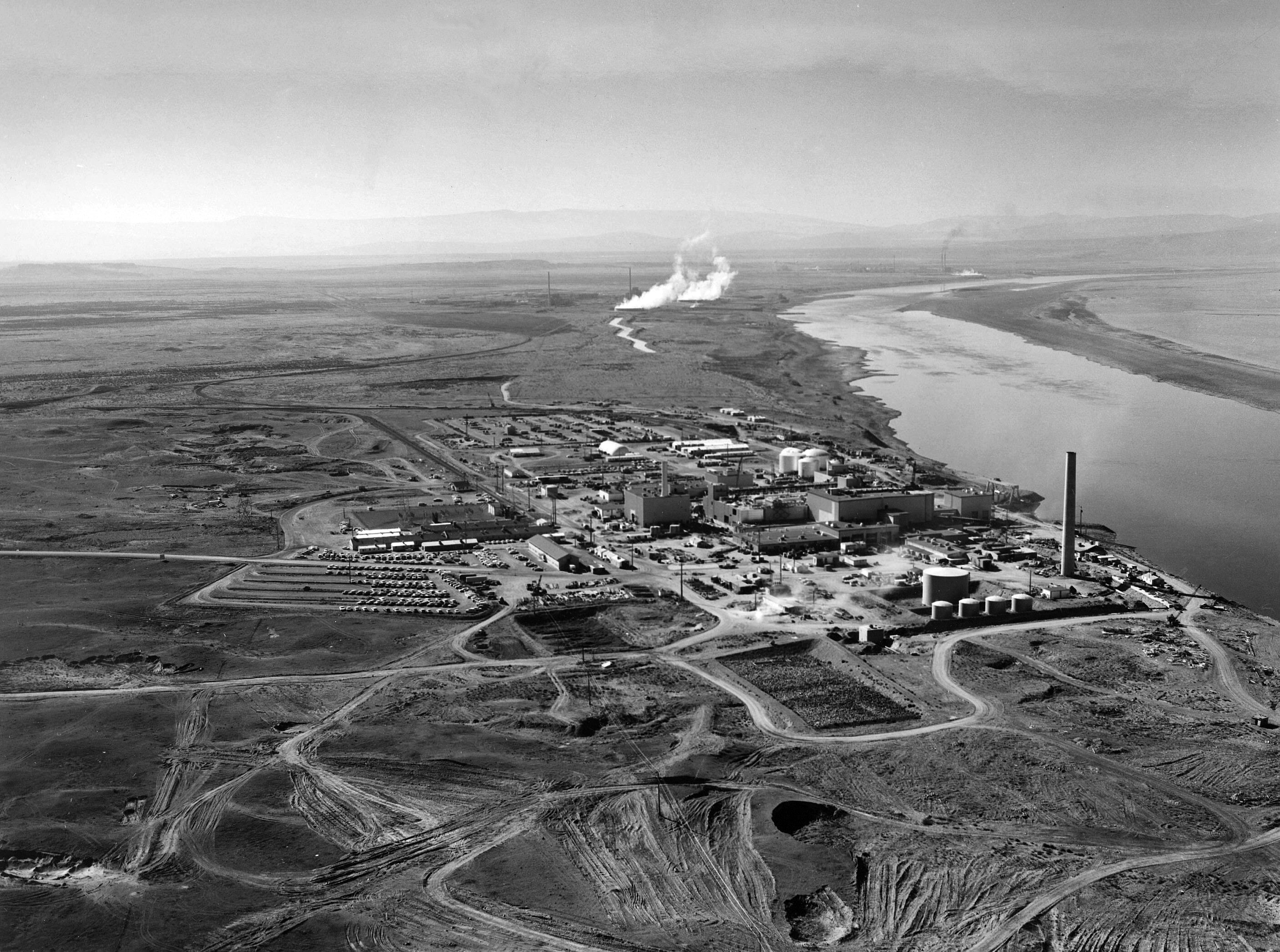 Hanford_N_Reactor_adjusted.jpg