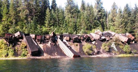 Coal_train_derailed_into_Clark_Fork_River.jpg