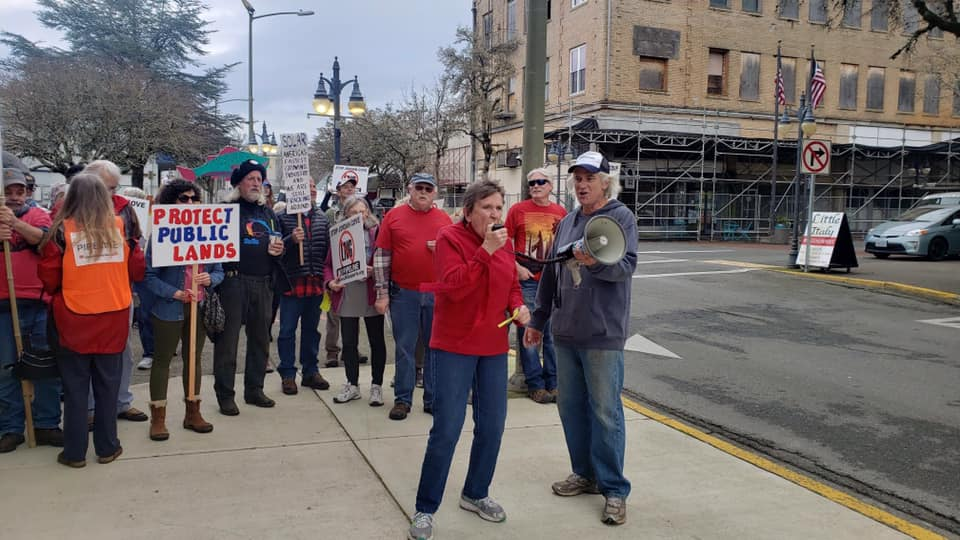 A crowd of opponents to Jordan Cove LNG rally in Coos Bay, OR