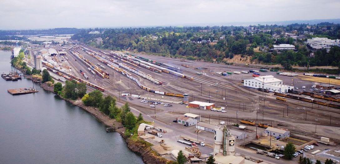 Rail_yard_photo_(from_The_Oregonian)_cropped.jpg