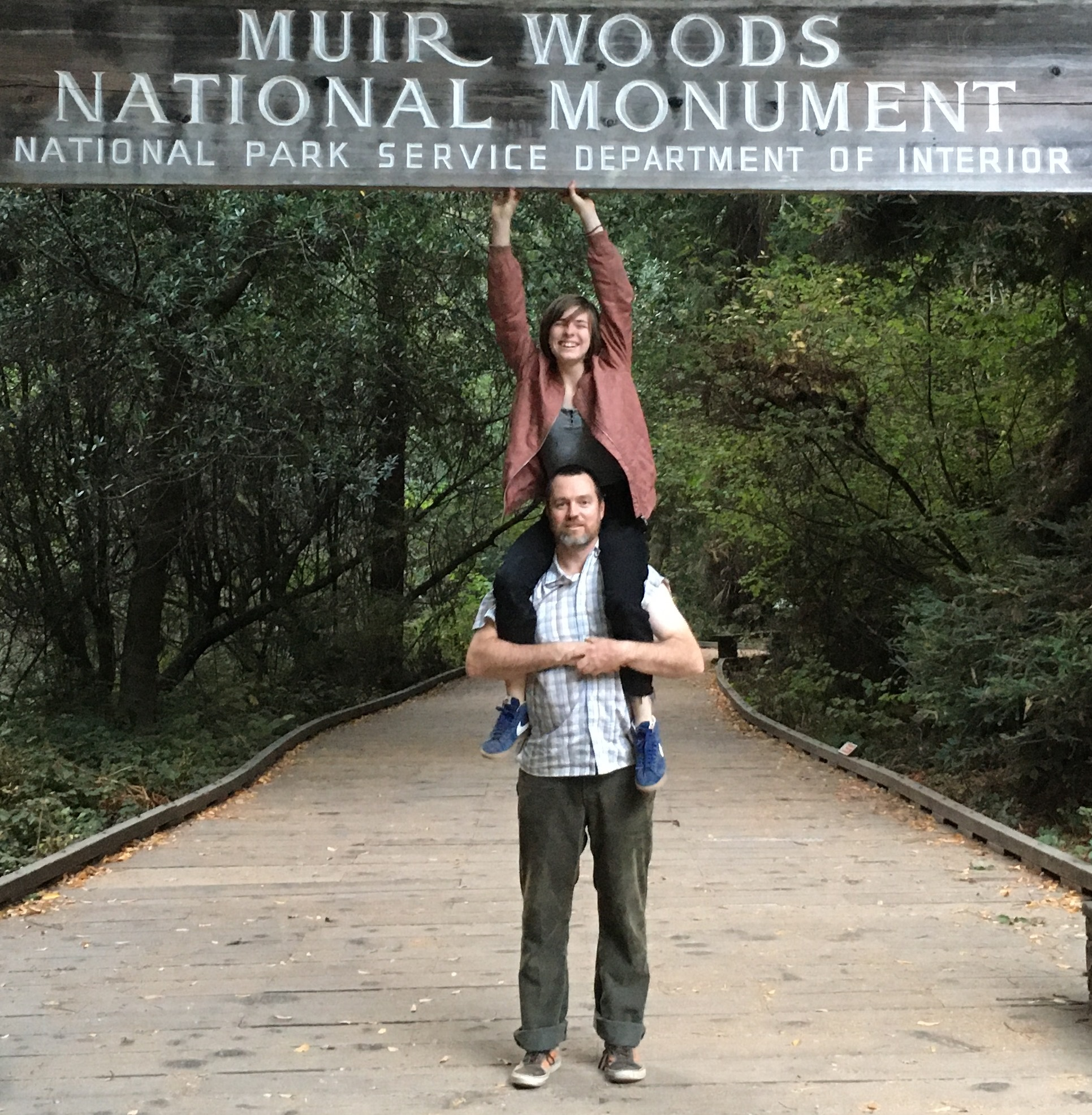 Pat_O'Herron_and_Violet_at_Muir_Woods_entrance.jpg