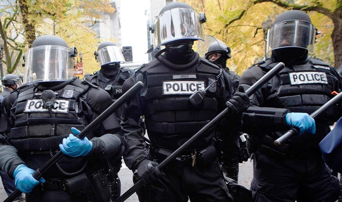 Portland_riot_cops.jpg