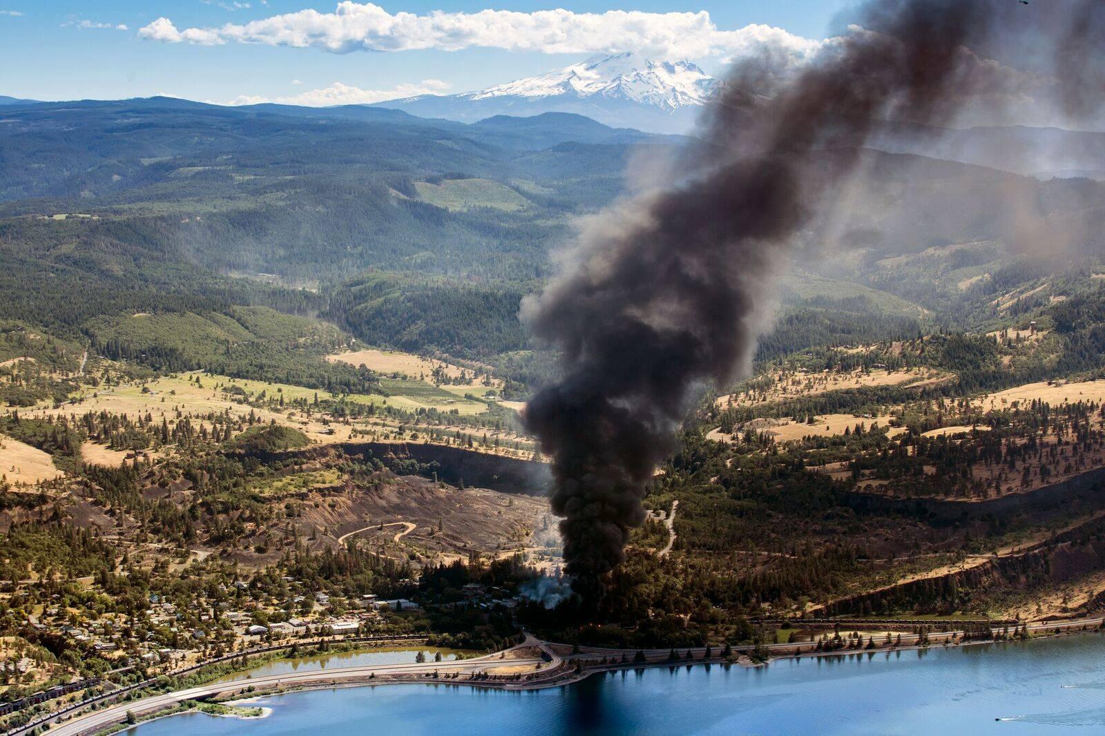 mosier explosion smoke plume