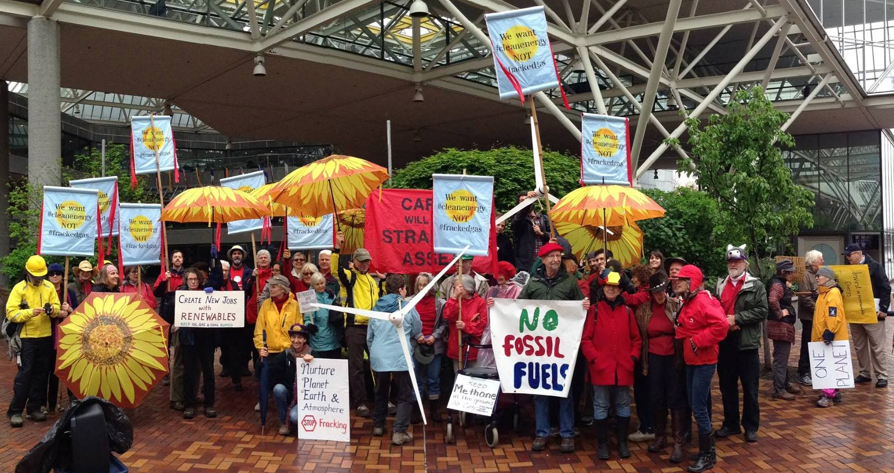 4-26-17_fossil_fuel_rally_in_Portland_group_photo.jpg