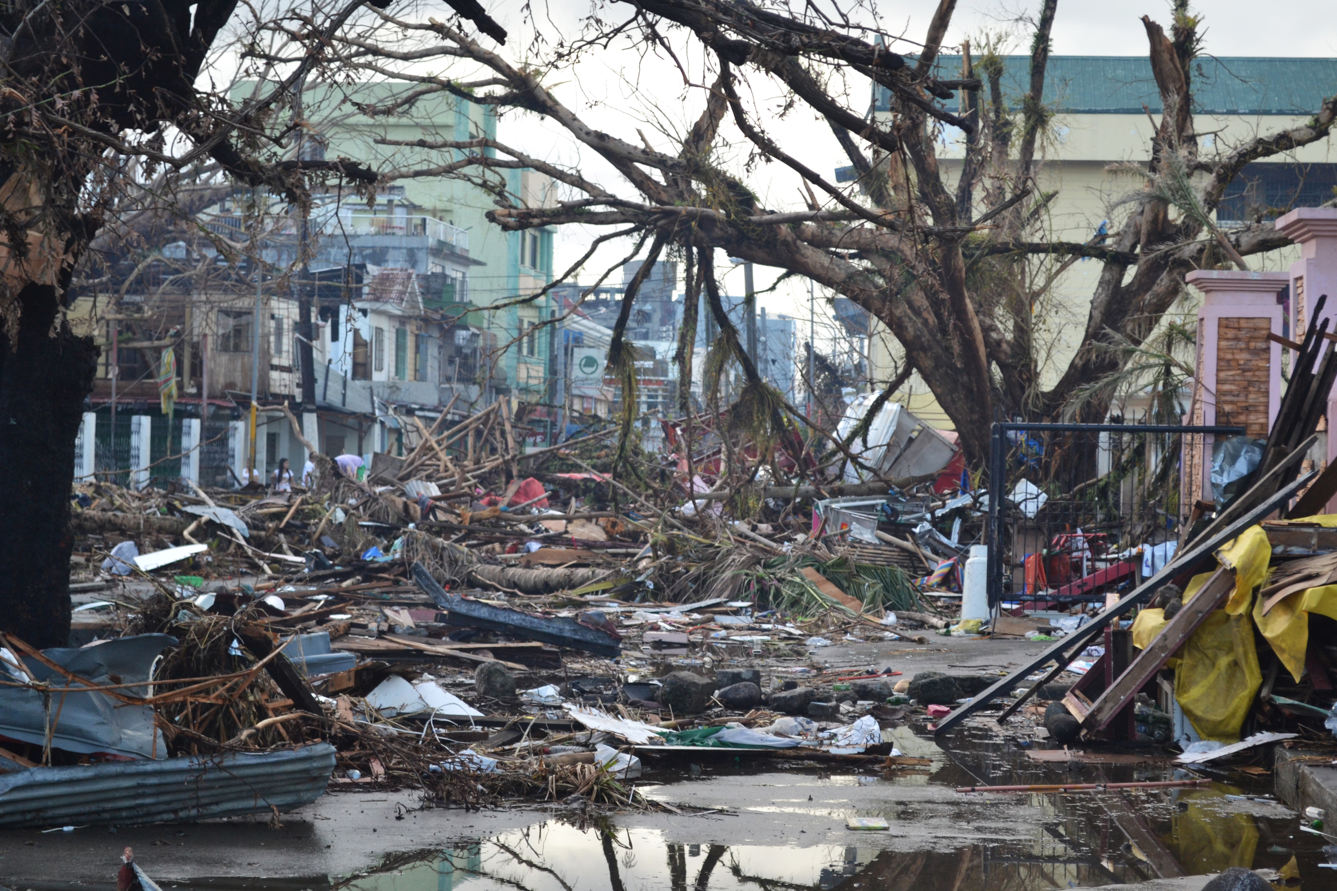 Tacloban_Typhoon_Haiyan_2013-11-14.jpg