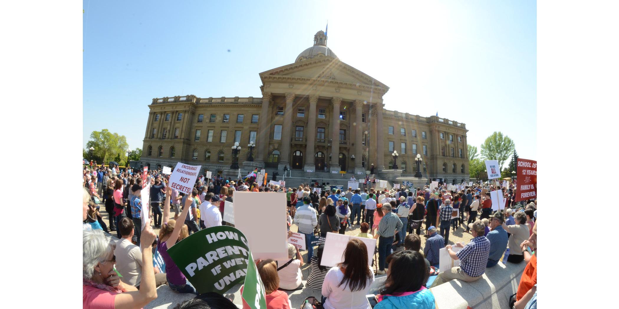 Edmonton_rally_in_front_of_Legislature03.jpg