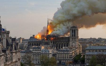 Notre Dame cathedral blaze