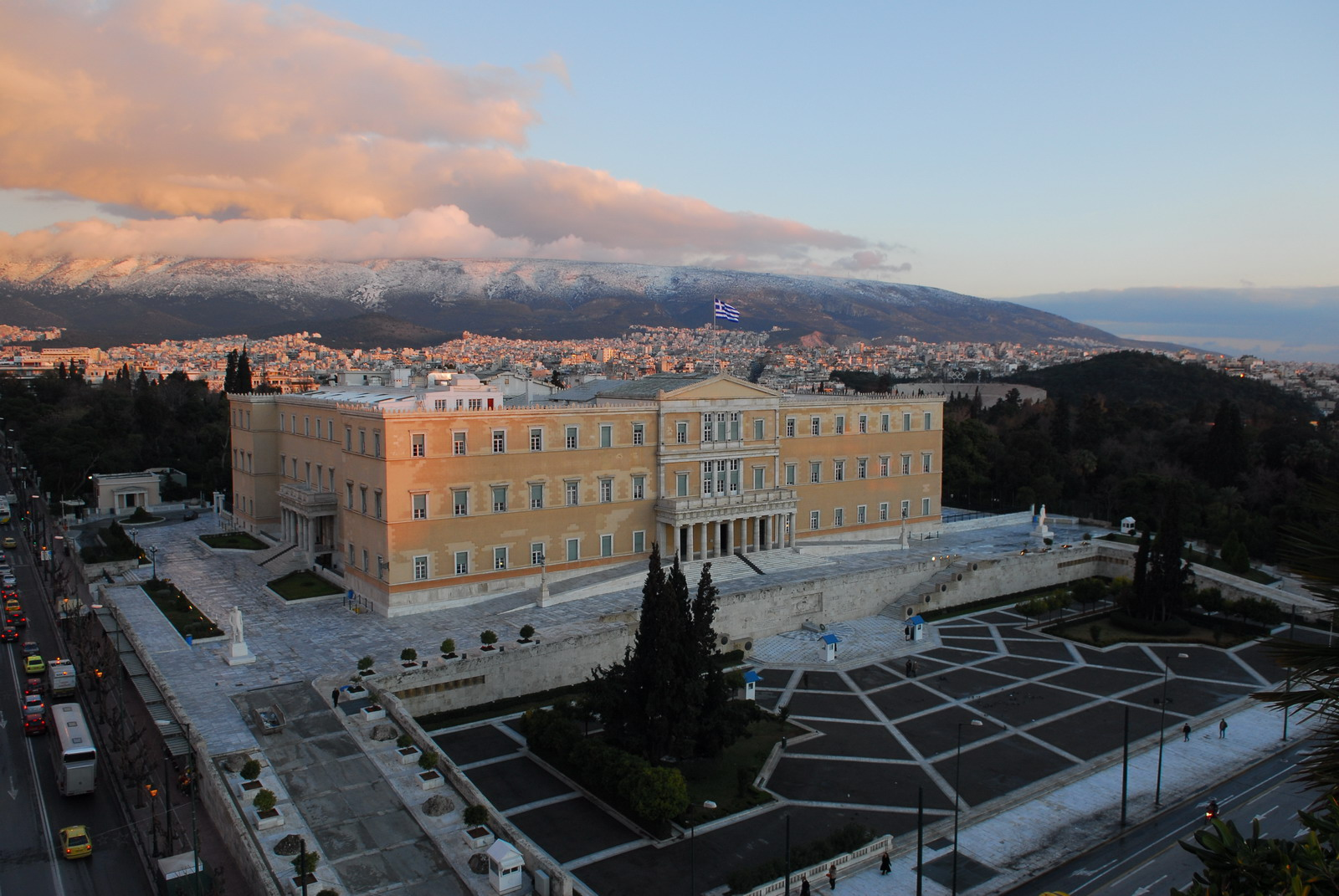 Hellenic_Parliament_from_high_above.jpg