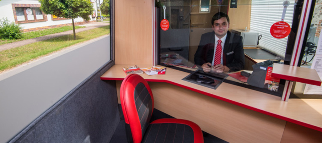 180123_bank-uses-bus-as-mobile-local-branch-in-brandenburg-2-1026.jpg