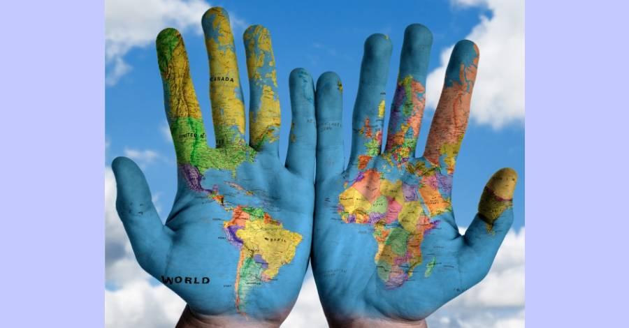 visuel_carte-monde-mains.jpg