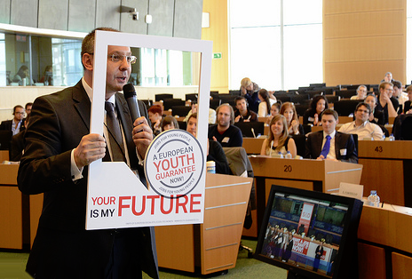 PES President presents the European Youth Guarantee campaign during a conference on youth unemployment