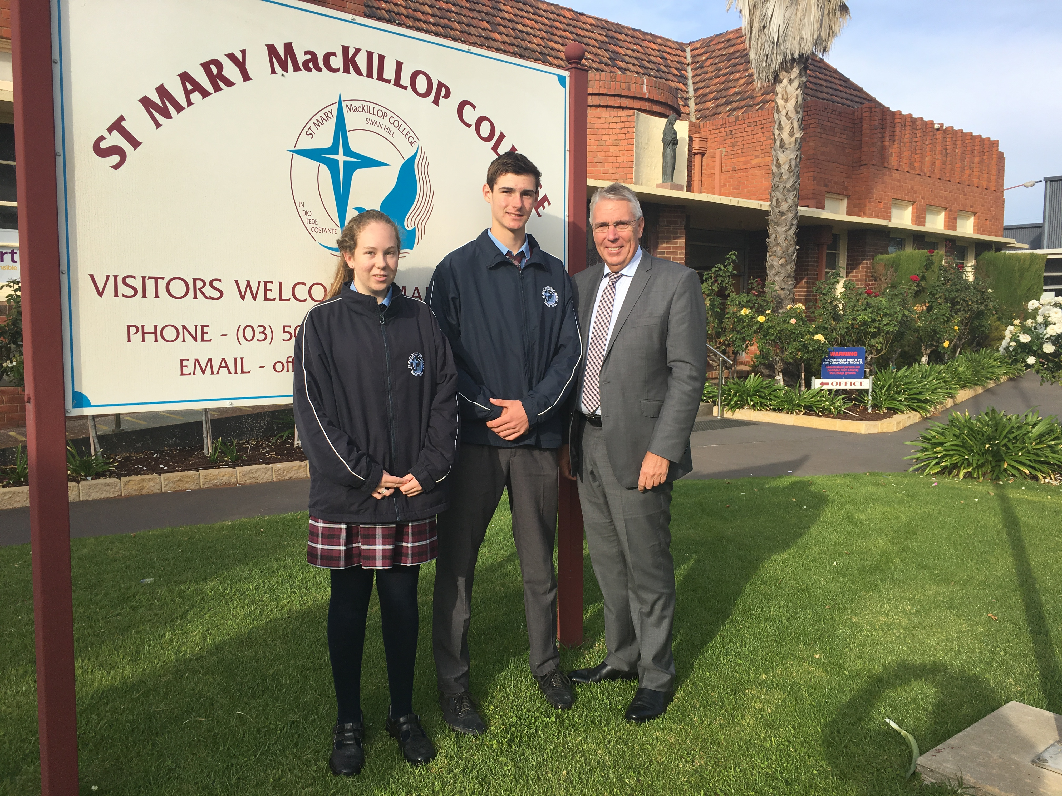 Mary_MacKillop_College.jpg