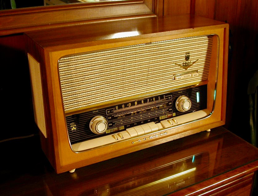 Old_and_New_Image_Old_Radio.jpg