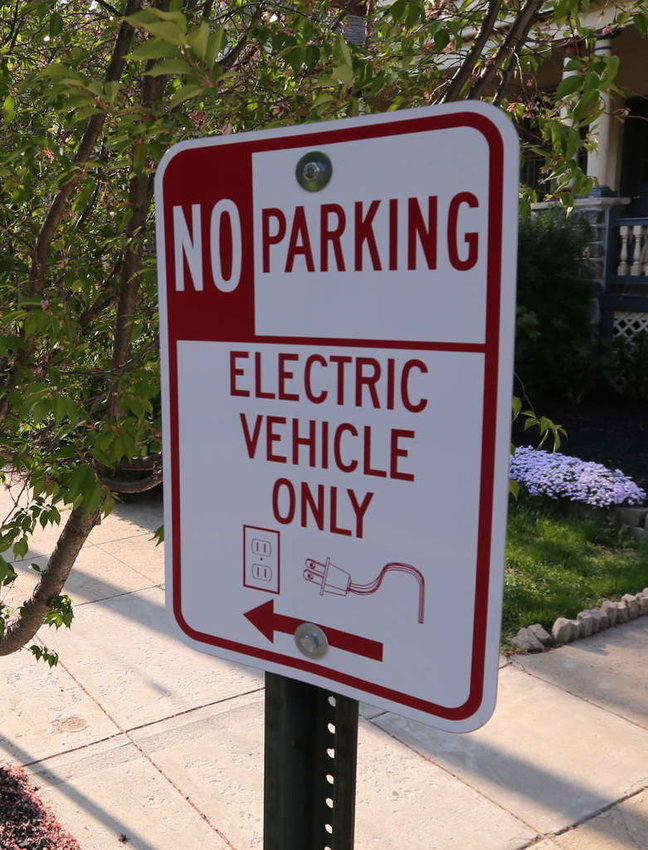 Electric_vehicle_only.JPG