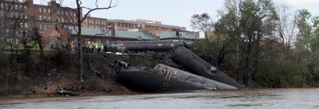 Lynchburg-crude-oil-train-derailment-viaWaterkeeperAlliance-732x250-650x222.jpg
