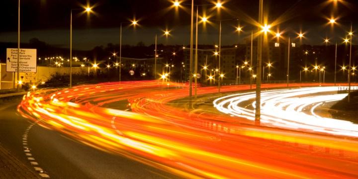 Cars_at_night_720.jpg