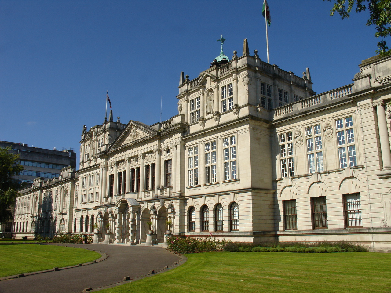 Cardiff_University_main_building.jpg