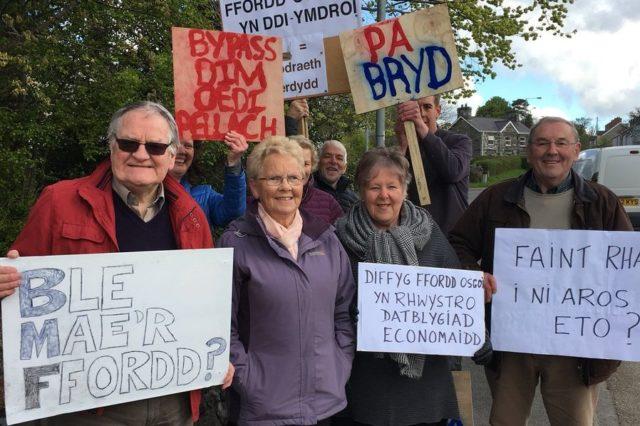 Protest-ffordd-osgoi-Caernarfon-ar-Bontnewydd-640x426.jpg