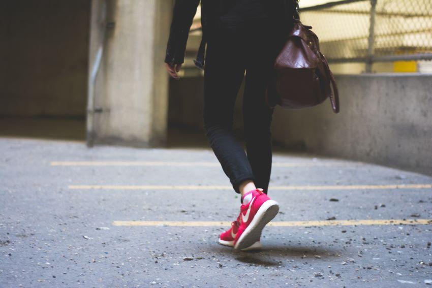 girls feet waliking