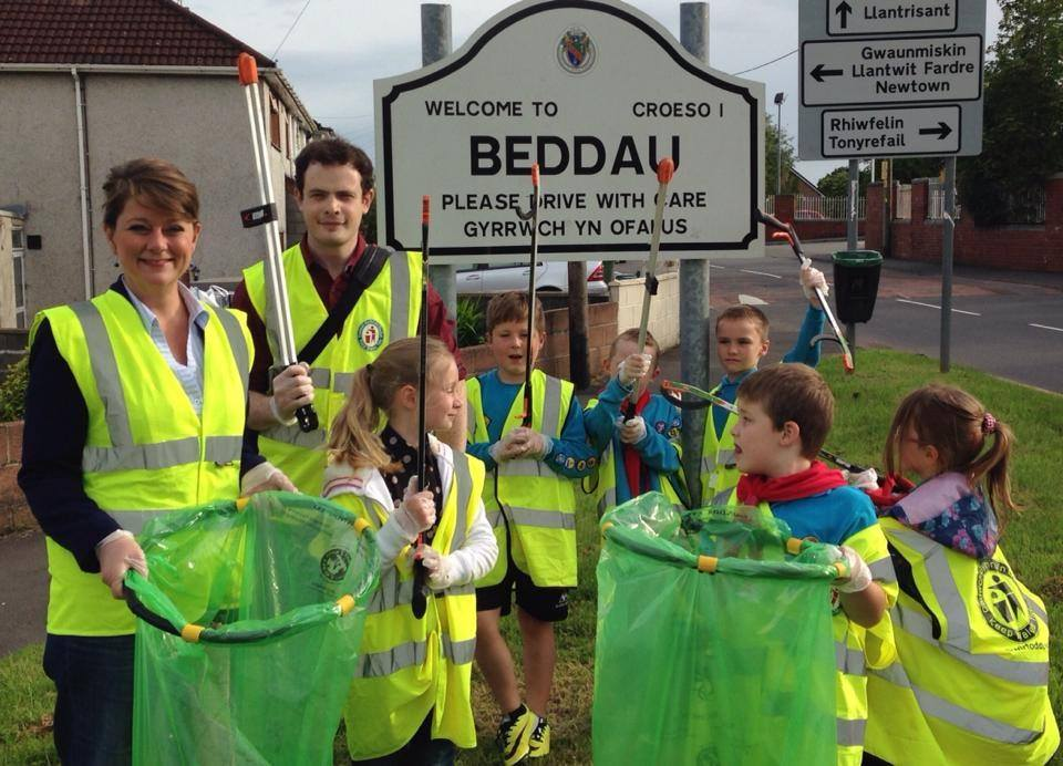 leanne_wood_osian_lewis_litter_picking_2014.jpg