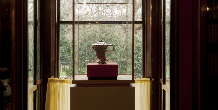 Coffee pot from 'Diverse Maniere D'Adornare I Cammini…' cast in silver from digitally modeled elements © Factum Arte.