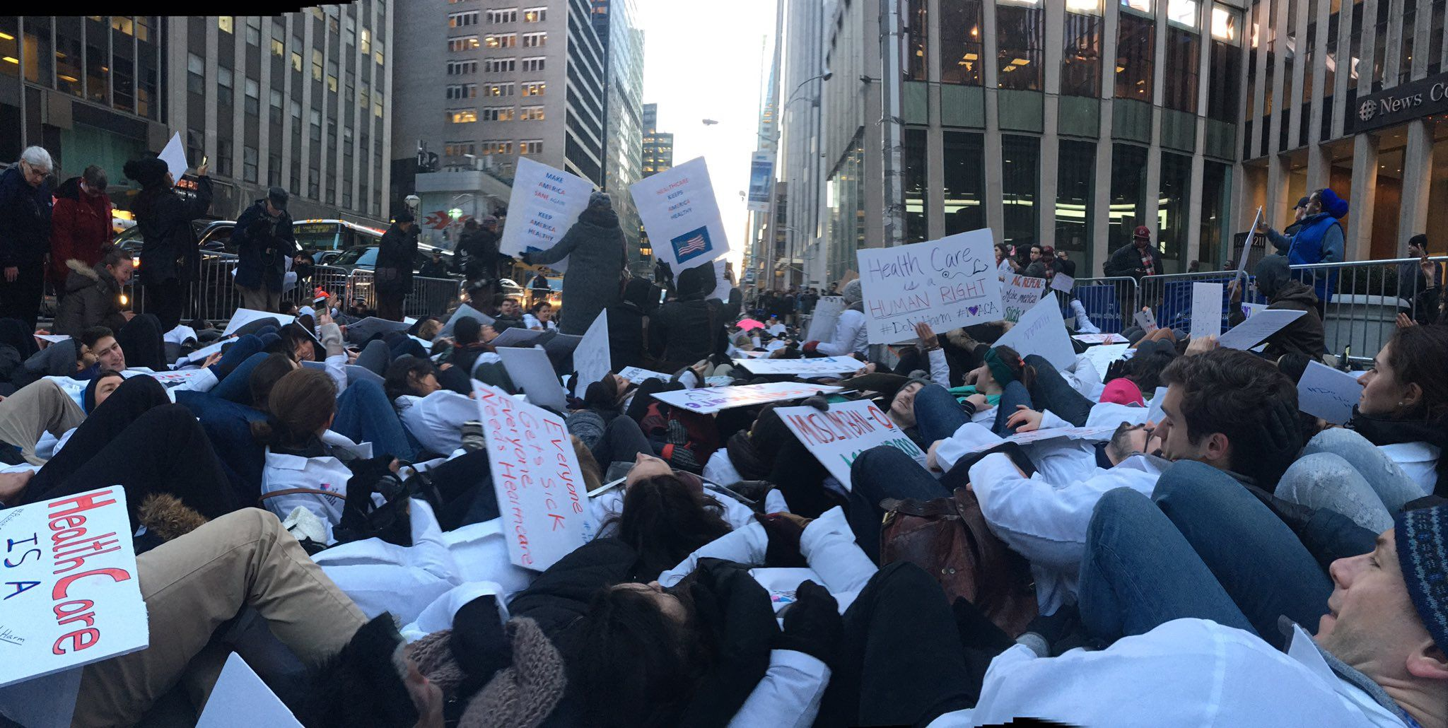 Die-in-protest-in-favor-of-Obamacare.jpg
