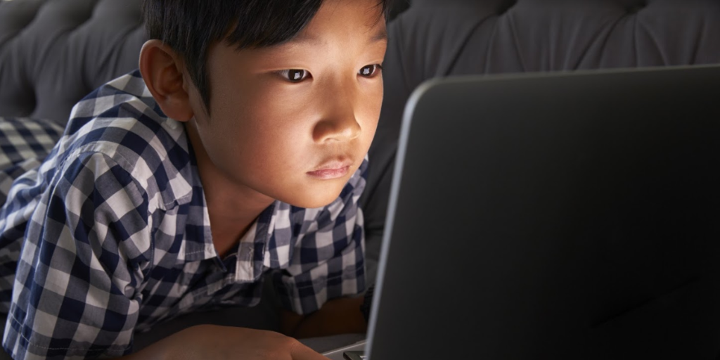 Child_on_laptop.png