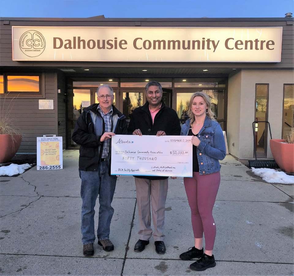 Presenting_a_Cheque_to_the_Dalhousie_Community_Centre.jpg