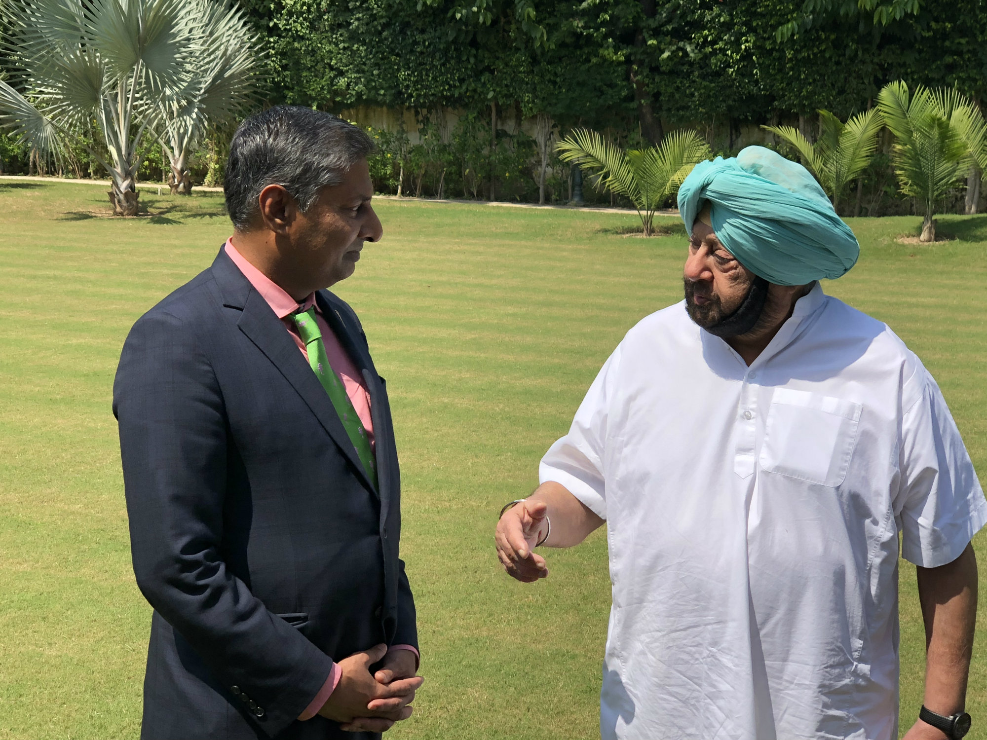 https://d3n8a8pro7vhmx.cloudfront.net/prasadpanda/pages/13/features/original/Myself_and_Chief_Minister_of_Punjab__Amarinder_Singh.JPG?1545340374