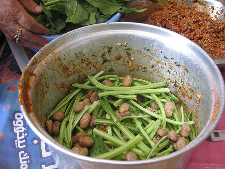 Layering of ingredients in the preparation of the Kurdish dish yaprak.