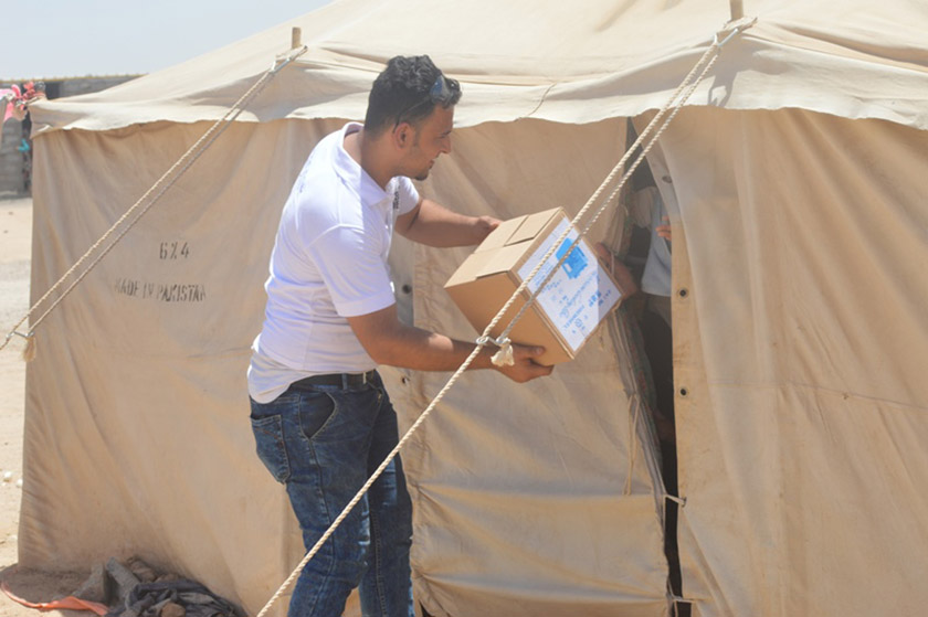 Delivering kerosene stoves in a displacement camp south of Fallujah.
