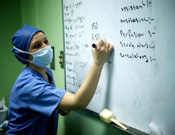 Martine Pavanic teaching local, Iraqi, nurses