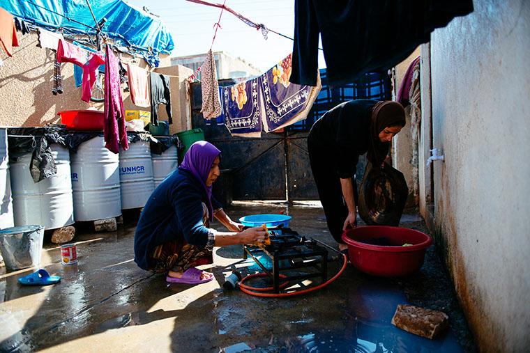 IDP women in their make-shift outdoor kitchen