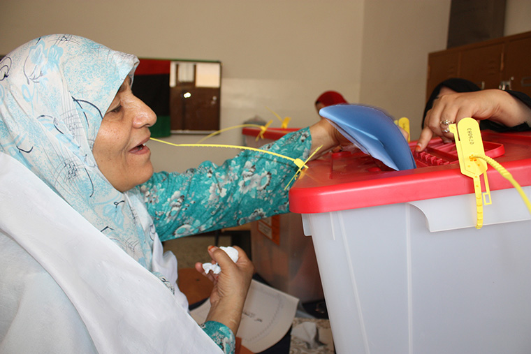 A Libyan woman, aged 90, casts her vote.