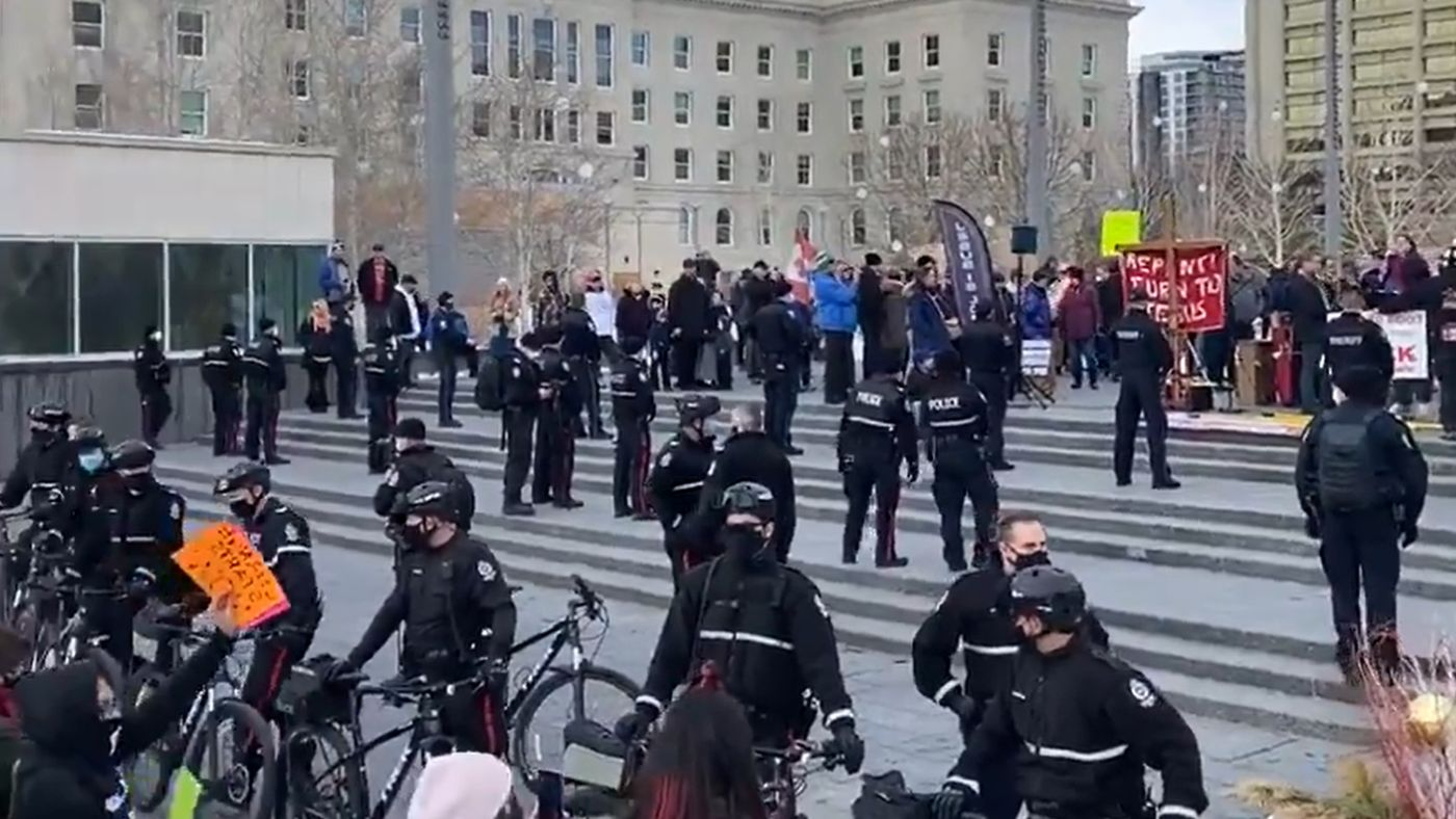 Edmonton police separate counter-demonstrators from far-right tiki torch rally