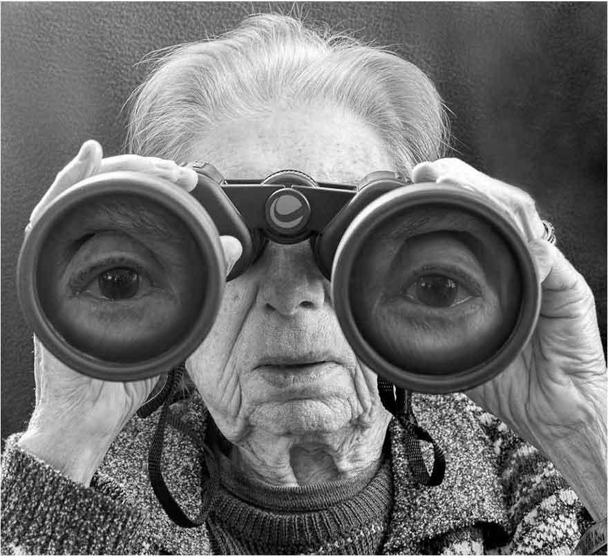 tony-luciani_mamma-binoculars.jpg