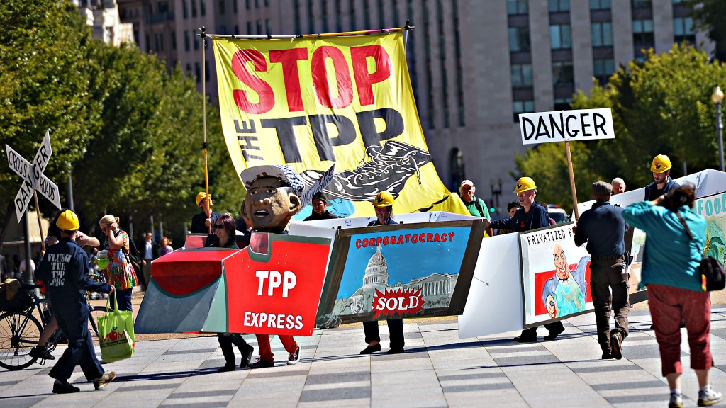 TPP-protest-train-and-big-banner-1024x576.jpg